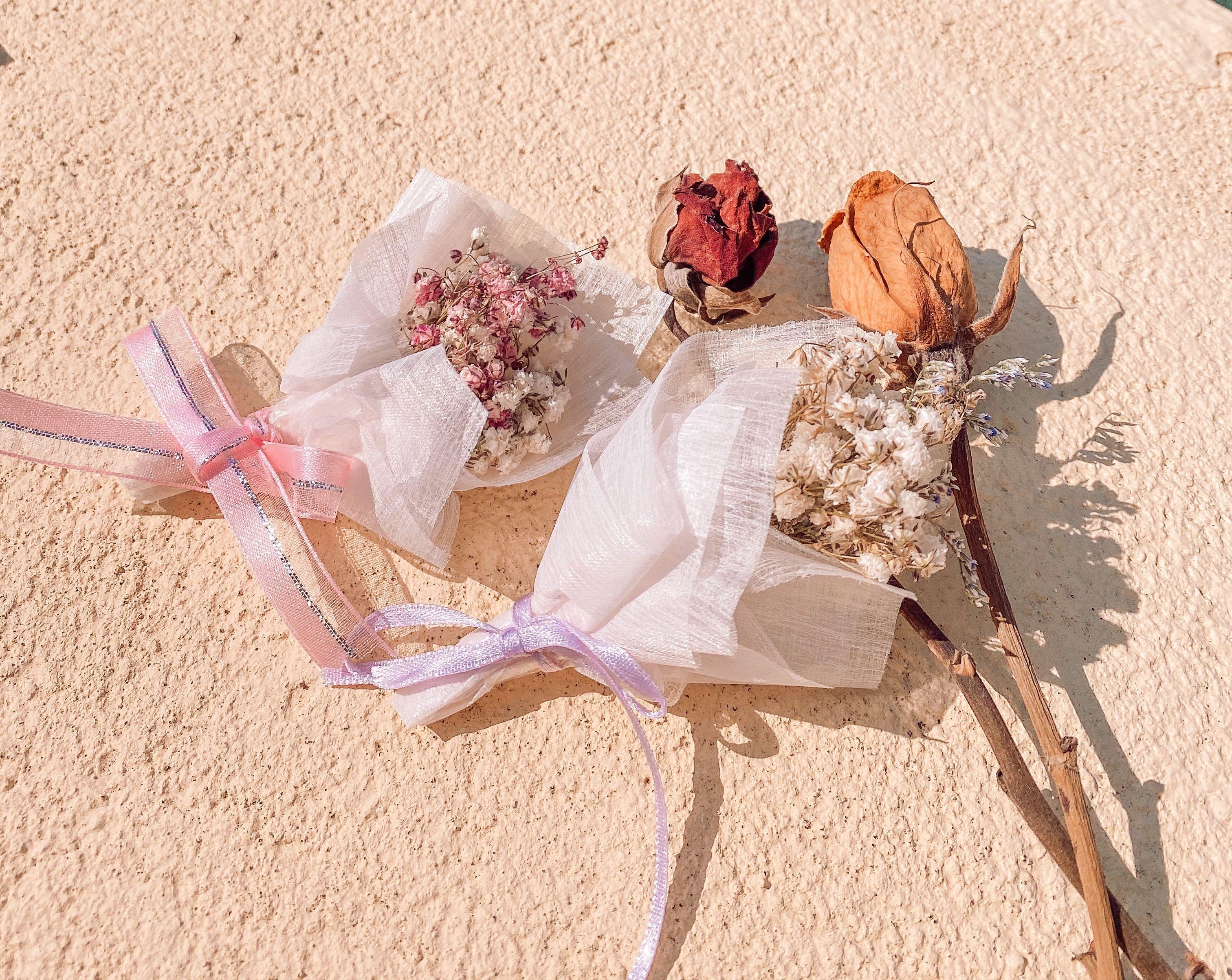 手作卡片|乾燥花束卡片|滿天星|婚禮小物|迷你乾燥花束