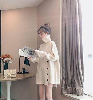 白色高領毛衣+特殊剪裁長裙