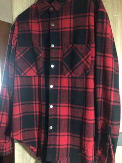紅色格子絨毛襯衫