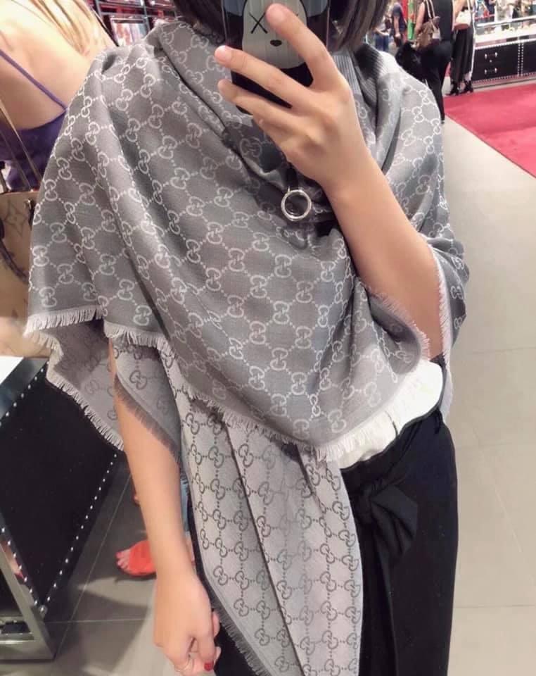 全新Gucci圍巾