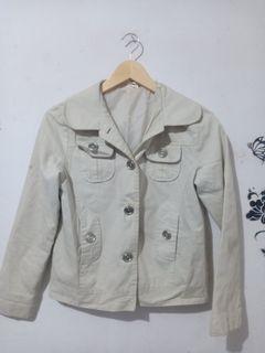 Jaket putih (bahan jeans)