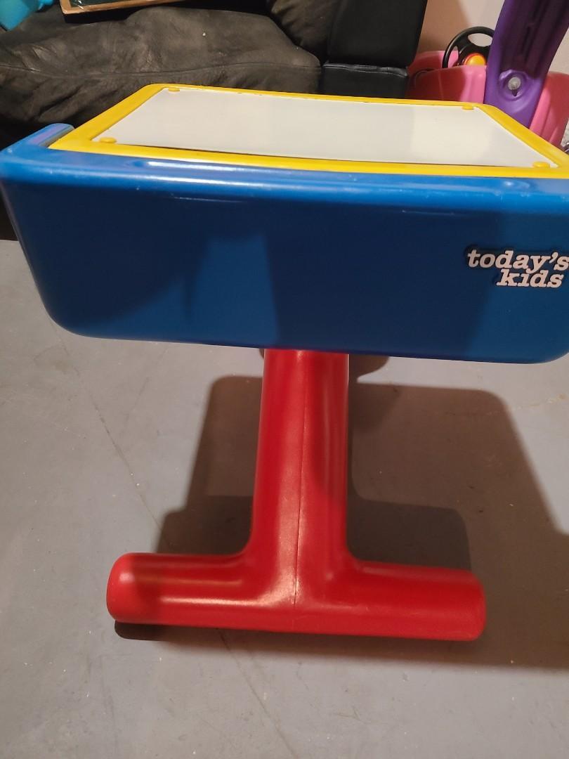 Toddler/children's desk
