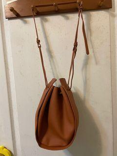 二手-韓版軟質輕巧深奶茶色抽繩包
