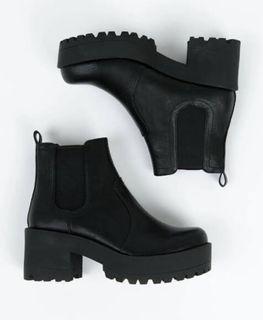 Eamon Lipstick Boots