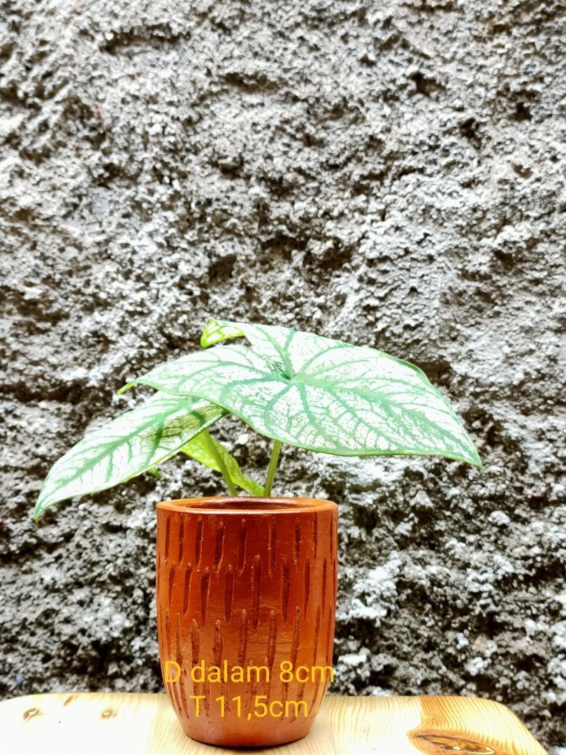Pot bunga tanah liat E-5