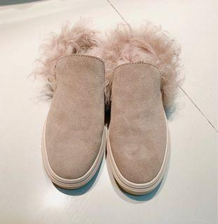 搶翻款 今年必備單品 毛毛後腳跟簍空平底鞋 Size:22.5     9成新