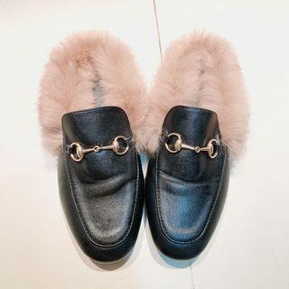 搶翻款 好似GUCCI風格 今年必備單品 毛毛後腳跟簍空平底鞋 Size:22.5   9.5新