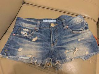 韓。牛仔短褲  L號