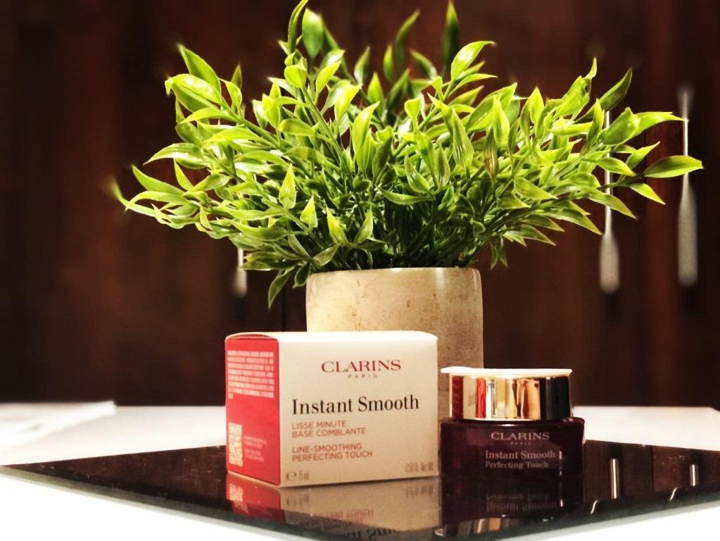 Clarins- Instant Smooth Perfecting Touch