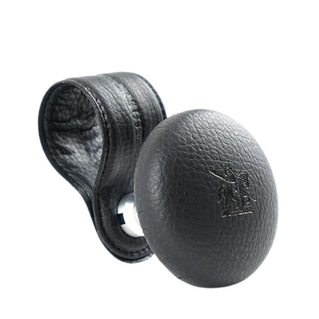 權世界@汽車用品 韓國Autoban 皮革環 黑色皮革汽車方向盤輔助器 轉輪 曼斗 AW-D9068