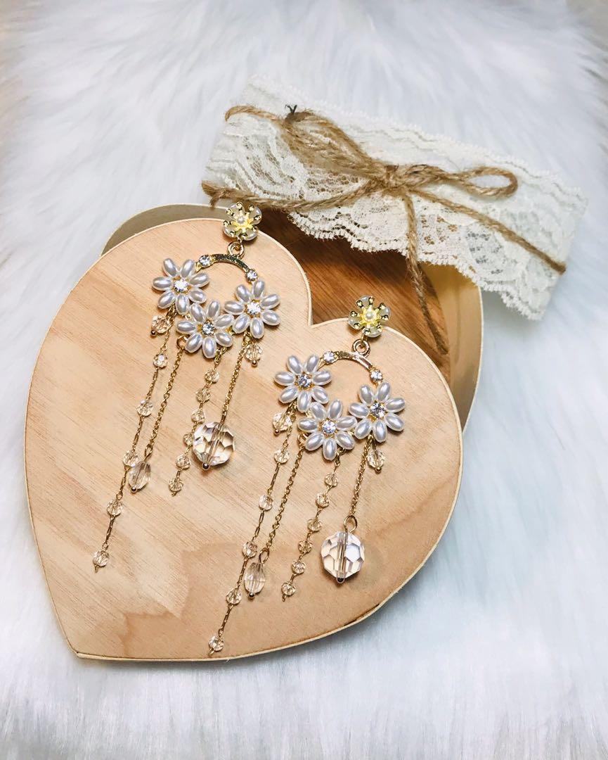 ღ White Flower Tassel Earrings ღ