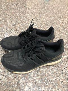 Adidas energy boost 運動鞋