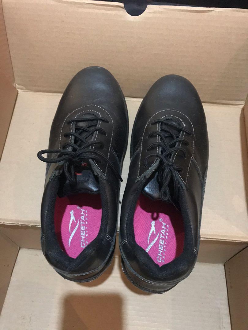 Safety shoes tidak licin bisa buat pakai di kitchen. New masih ada box lengkap