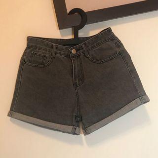 春夏|炭黑色高腰反折牛仔短褲