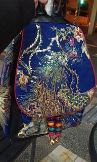 藍色民族風鳳凰亮片刺繡背包(兩側皆有袋口)
