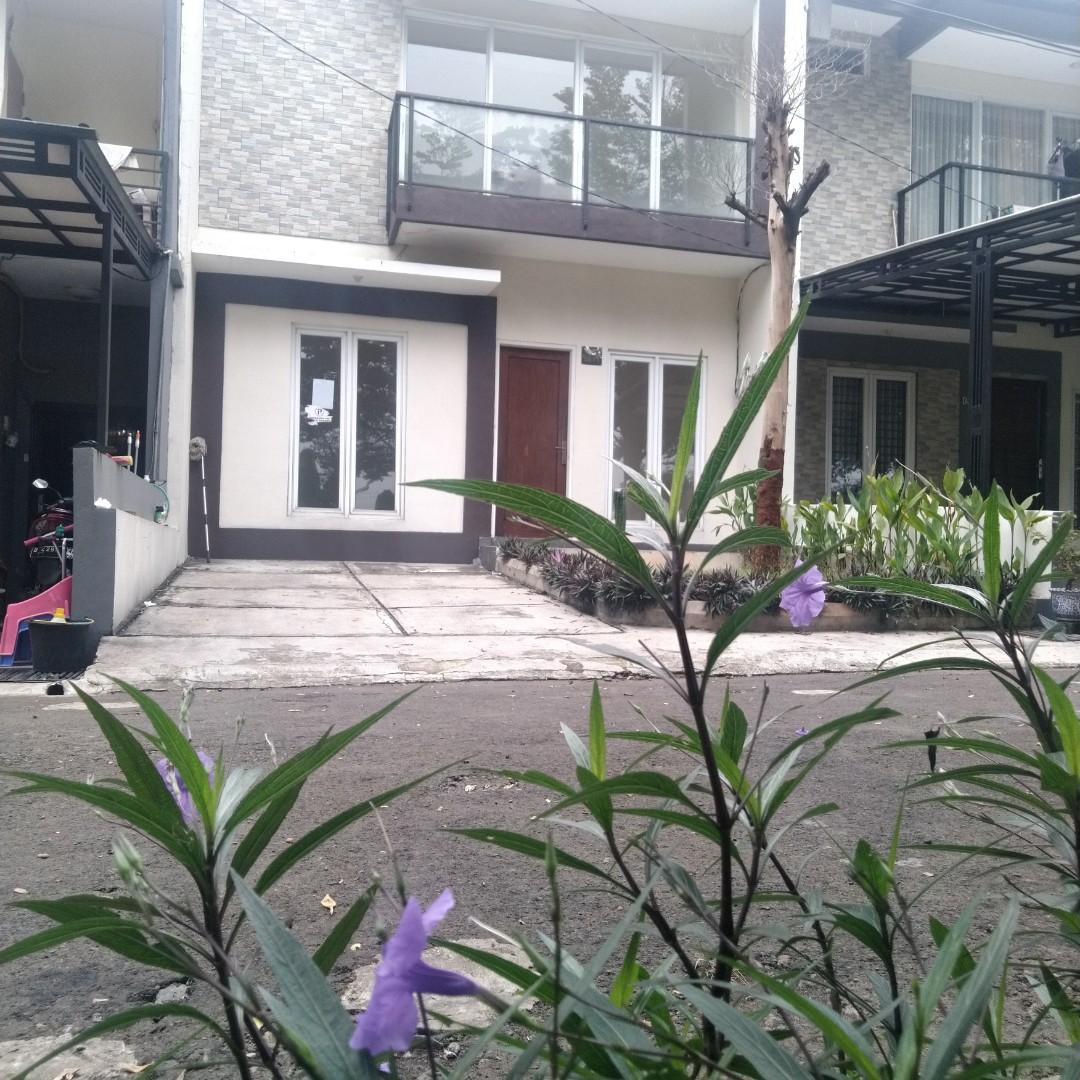 Rumah 2 lantai hadap timur dekat mall Agung Podomoro