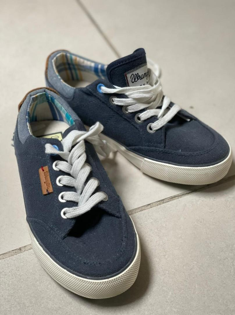 11.5 13 * Boys Wrangler Navy Shoes Trainers *Brand New* Sizes 10 10.5