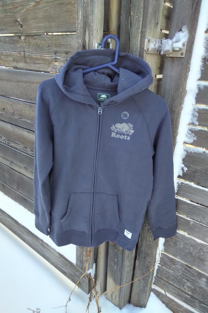 BNWT Roots Kids Sweatshirt (size xxl)