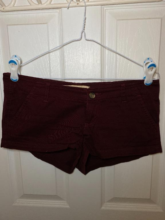 Hollister Low Rise Chino Shorts - Burgundy (size 5 or 27)