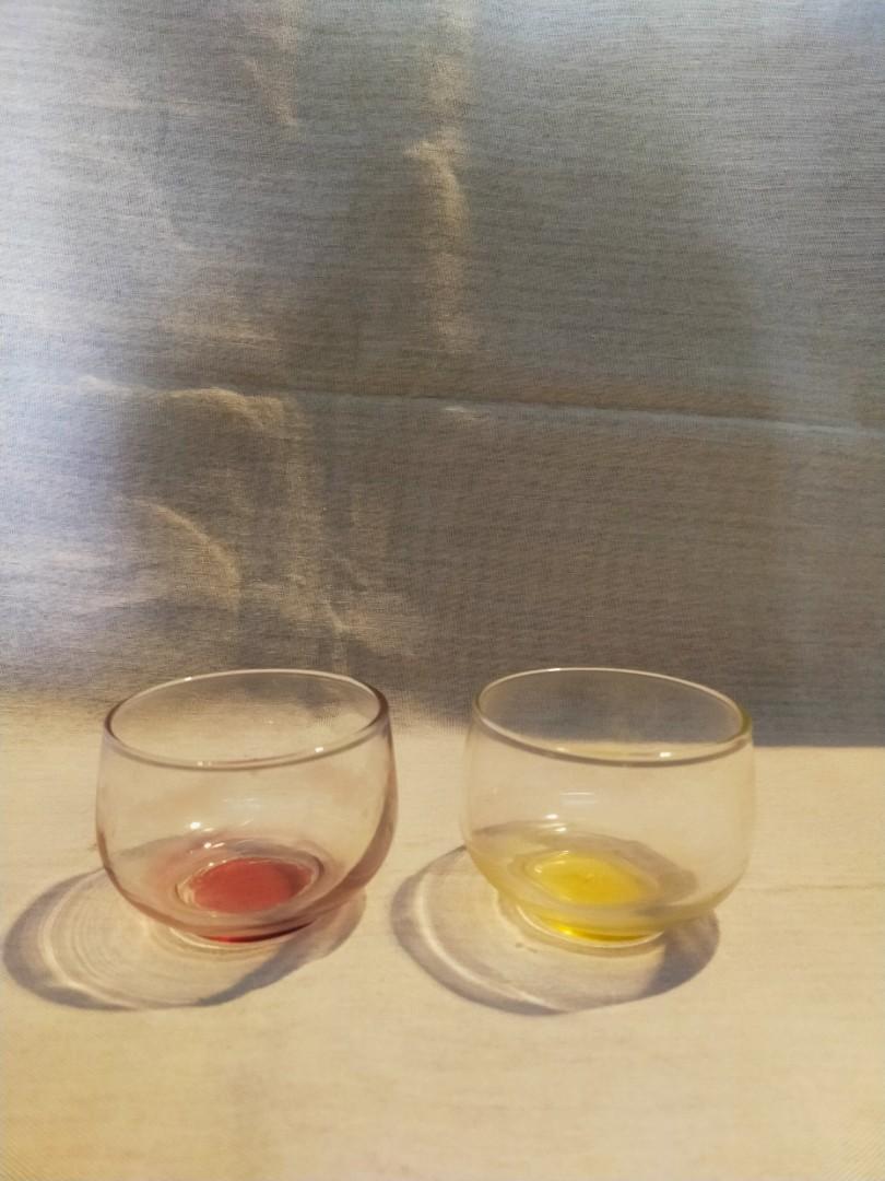 Sepasang Gelas warna