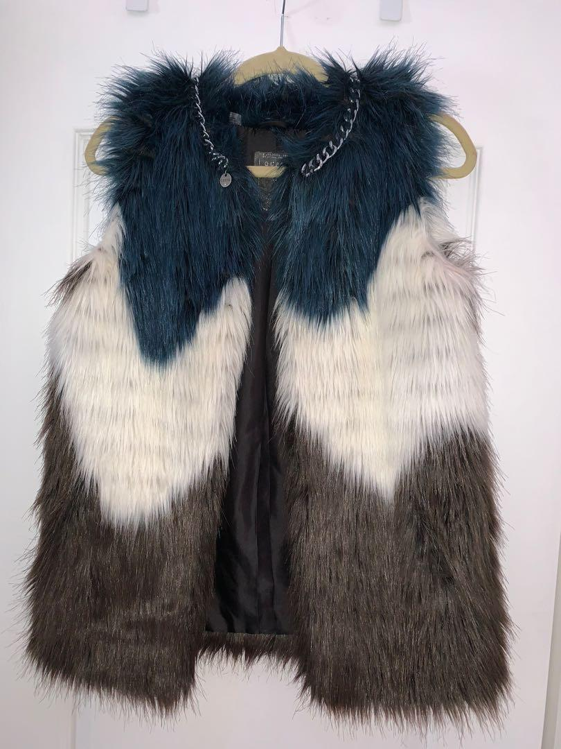 Winter vest with necklace chain from guess in a size XS