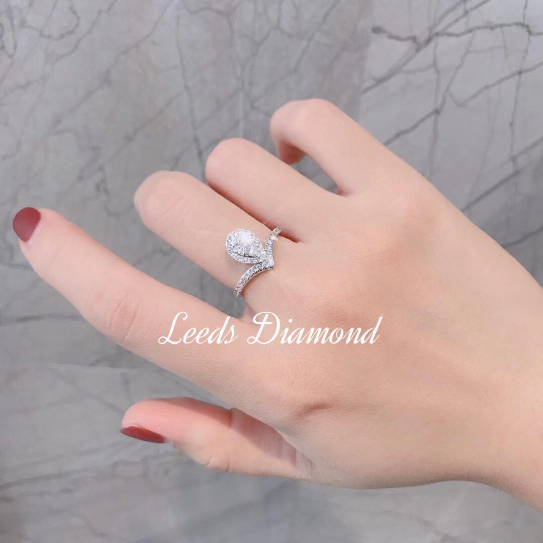 經典18K併鑽戒指 主水滴是由5粒鑽石