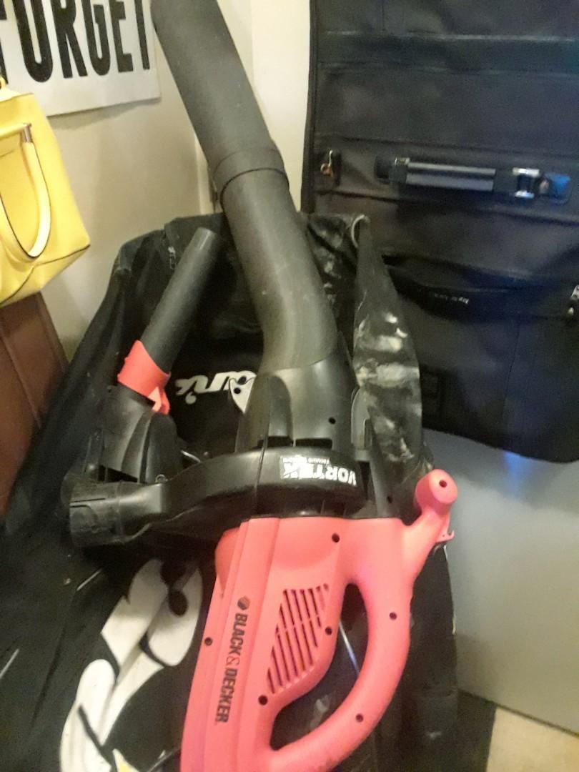 Electric leaf blower with intake and outtake capabilities Do not have bags