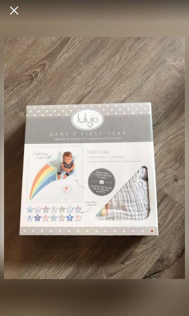 Baby milestone blanket and cards