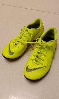 Nike Mercurial sepatu bola field