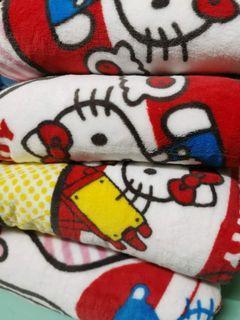 Hello Kitty 珊瑚絨大毛毯被  💟超級靚呀🥰💟珊瑚絨毛毯被,摸落去又軟又滑,攤喺床上嗰陣披住超舒服又保暖👍👍  ‼️5呎🎉 Hello Kitty 特價🔻$139‼️ 🌞大大張超級保暖🌞