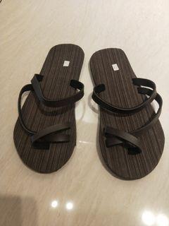泰國皮革咖啡色輕便夾腳拖鞋(約24號)