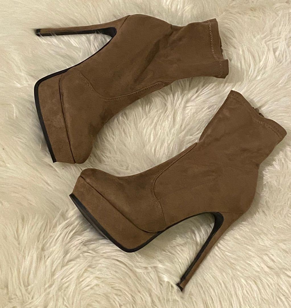 NEW Fashion Nova Shoes Size 9