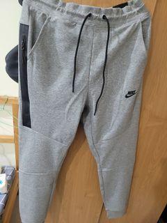 全新正品Nike Joggers Size: Large