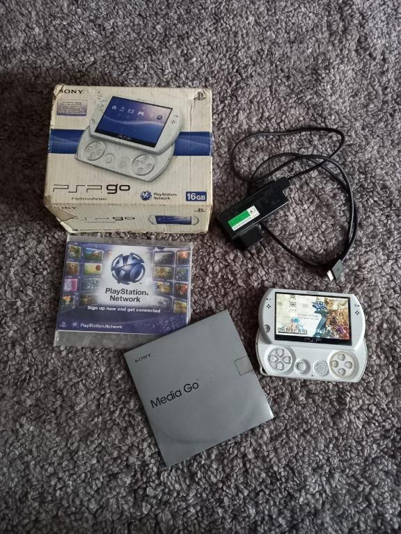 PSP Go Pearl White Edition (PlayStation Portable)
