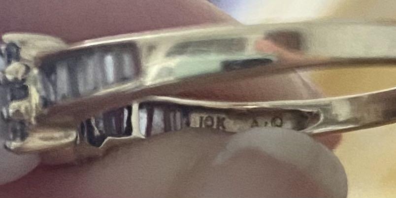 10k Diamond Pearl Ring