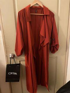 橘紅色風衣外套