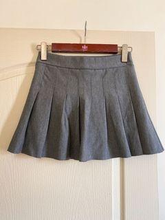 質感灰百摺褲裙 伸縮彈性 很好搭配(有黑色內裡)