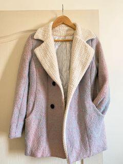 春暖的粉藍交織色 毛尼大衣外套 內裡非常舒服 賞花拍照拍起來很美(已有起毛球、扣子掉一顆)