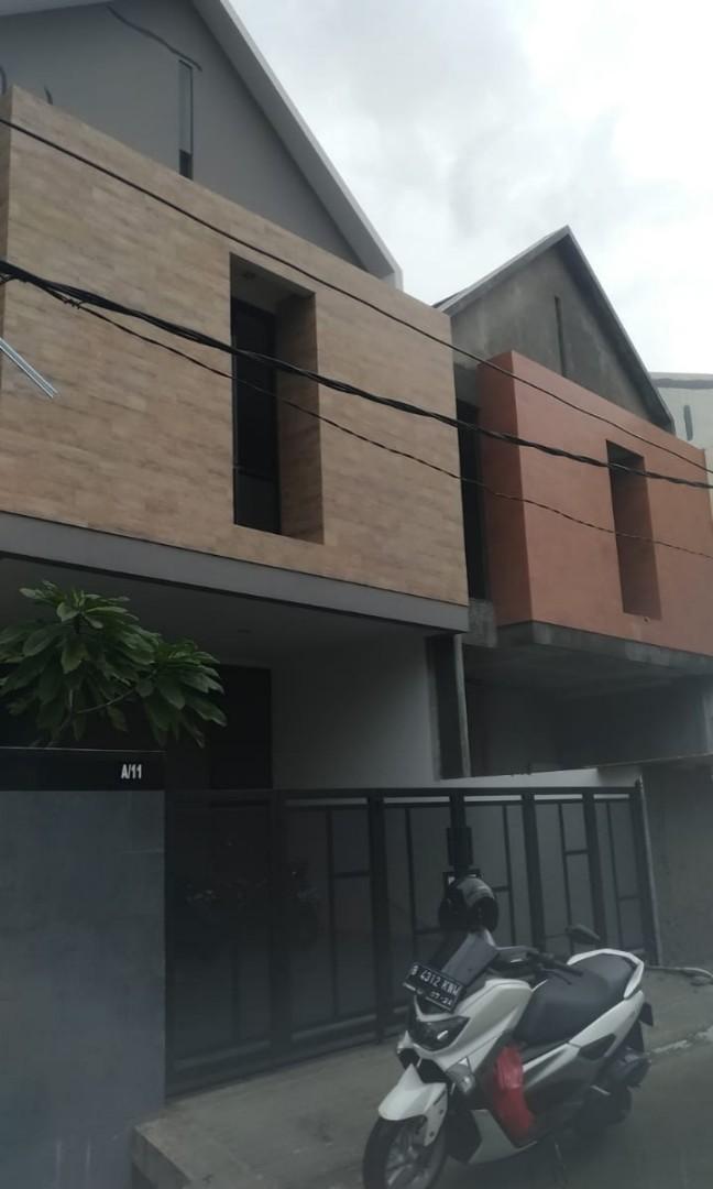 Dijual Rumah baru 2 lantai dalam perumahan dekat Plasa Pondok Gede Bekasi