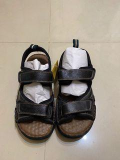 Keeptoop 舒適皮製涼鞋
