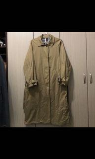 古著/韓版偵探風格深卡其色內裡格紋背後小披風下擺打褶超長偵探風衣/L號(77號)