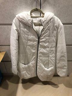 白色長版外套