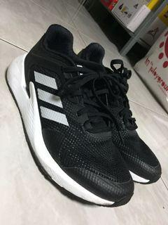 Adidas 跑鞋
