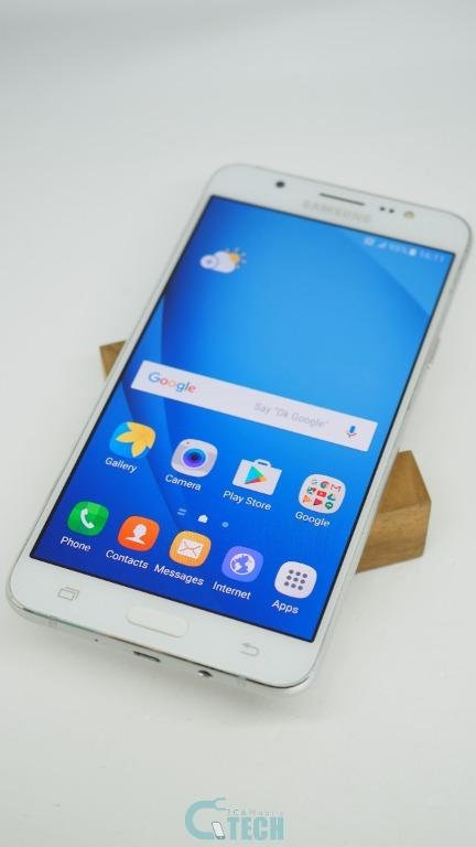 Samsung Galaxy J7 Android mobile cellphone