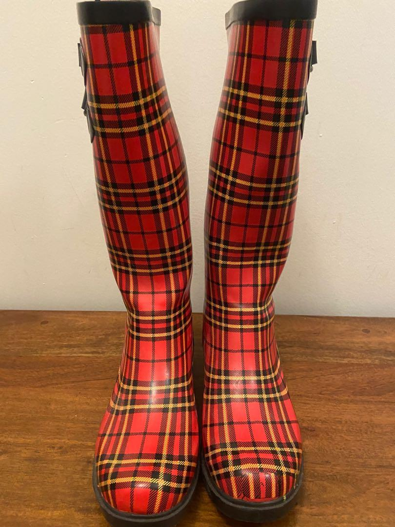 Owned rainboot size 6