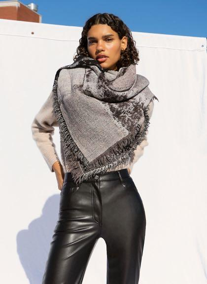 Aritzia Wilfred Haus Party Blanket Scarf