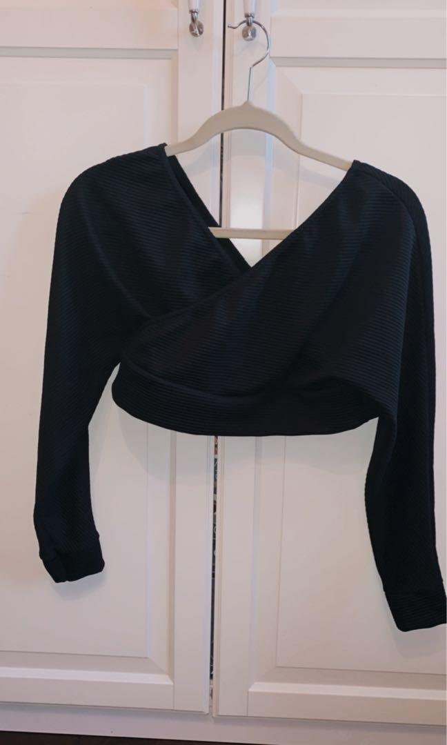 Femme Luxe cropped sweater in black