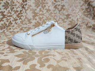 GUESS shoes brand new size 10