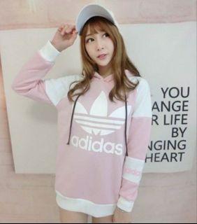 粉色配色款三葉草長袖帽T
