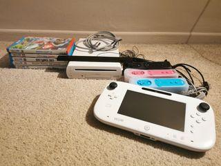 Wii U Nintendo 8GB- Incld. 5 games, sensor bar, 3 controllers, 1 nunchuck